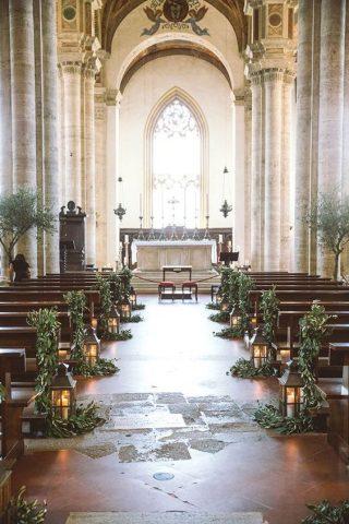 Dekoracja kościoła na ślub zimą - zdjęcia 1