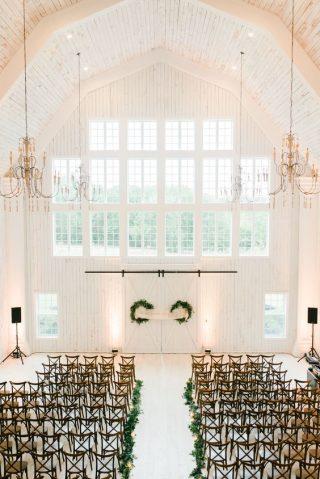 Dekoracja kościoła na ślub zimą - zdjęcia 16