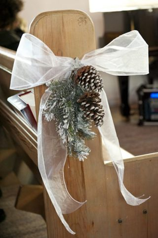 Dekoracja kościoła na ślub zimą - zdjęcia 2