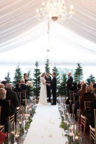 Dekoracja kościoła na ślub zimą - zdjęcia 6