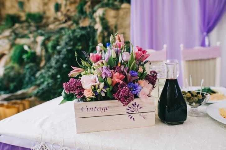 dekoracja stołu vintage w stylu rustykalnym