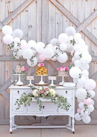 Dekoracje weselne i ślubne z balonów - słodki stół