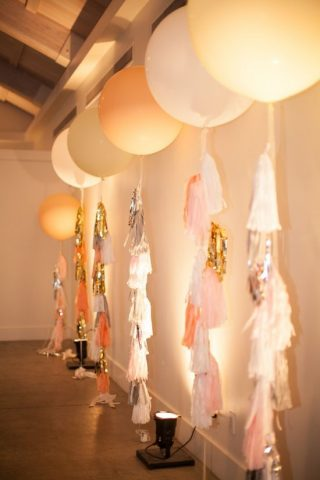 Balony z frędzlami na weselu