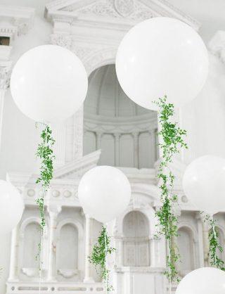 Dekoracje weselne - balony i rośliny