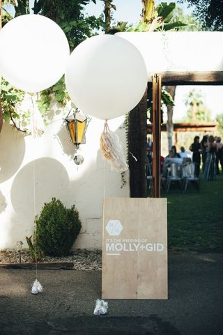 Balony przed wejściem do sali weselnej