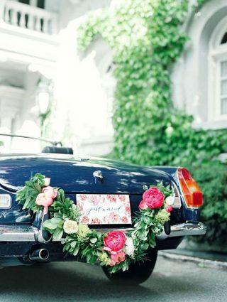 Dekoracja luksusowego samochodu do ślubu