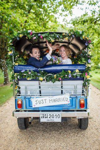 Jak udekorować auto do ślubu