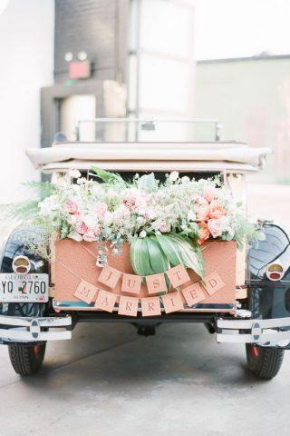 Jak udekorować samochód do ślubu