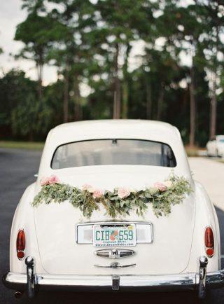 Dekoracja auta do ślubu