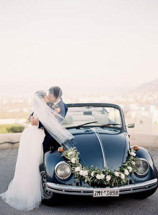 Dekoracja samochodu do ślubu białe i zielone