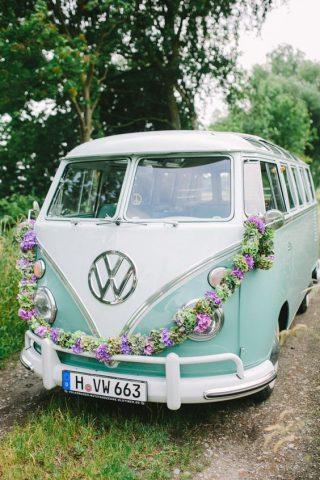 Dekoracja samochodu do ślubu girlandy