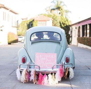 Oryginalna dekoracja samochodu do ślubu