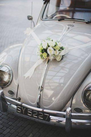 Elegancka Dekoracja samochodu do ślubu