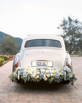 Dekoracja samochodu vintage do ślubu