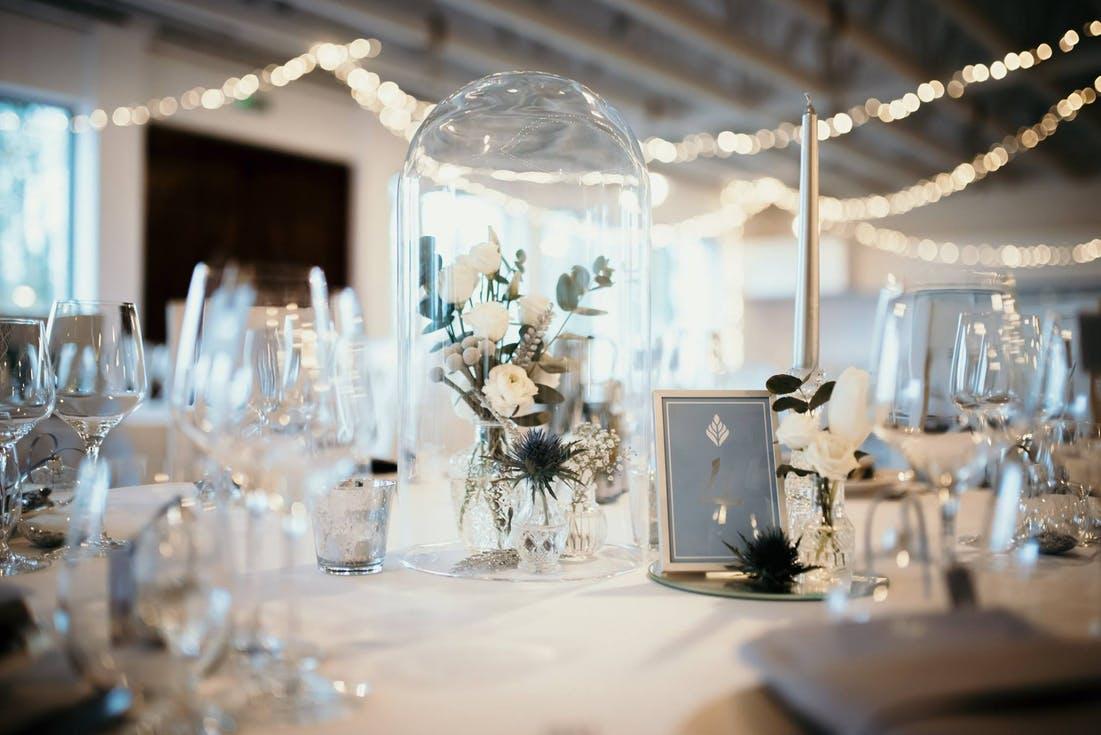 Przezroczyste dekoracje ślubne