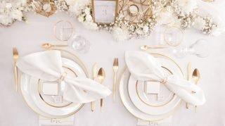 Dekoracje weselne w bieli i złocie