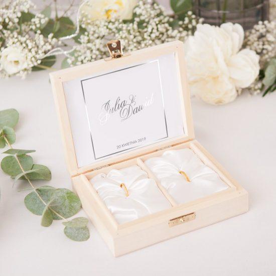 Srebrne dekoracje weselne - pudełko na obrączki