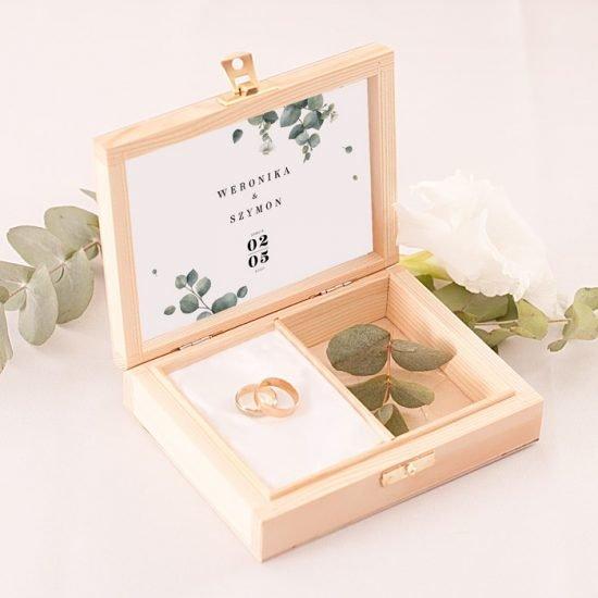 Dekoracje weselne z eukaliptusem - pudełko na obrączki