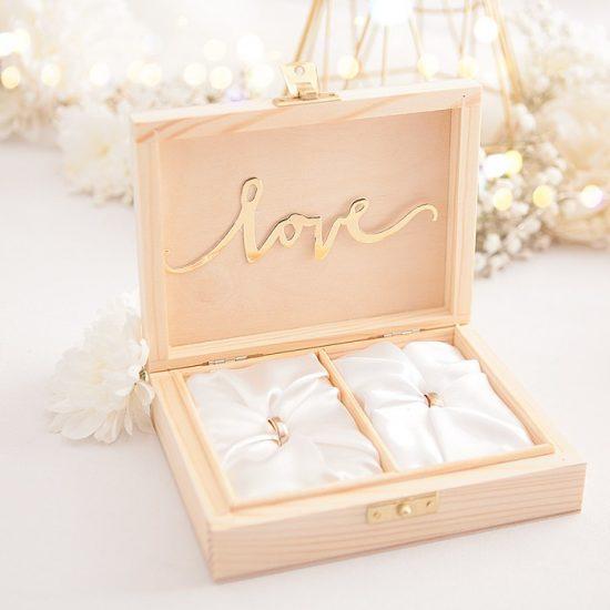 Dekoracje weselne w bieli i złocie - pudełko na obrączki