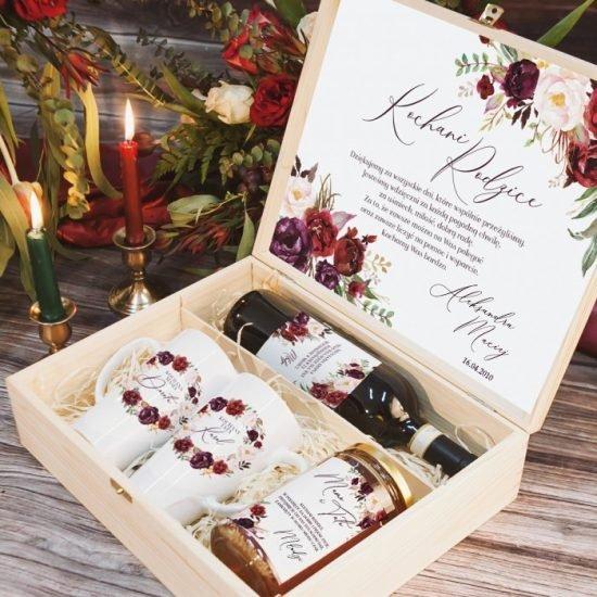 Bordowe dekoracje weselne - pudełko z prezentami