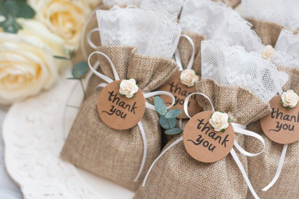 dekoracje weselne z juty - dla gości