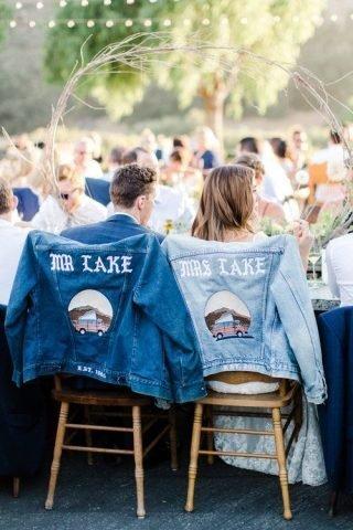 dodatki ślubne 2020 - jeansowe kurtki