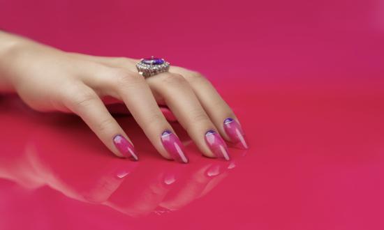 efekt szkła na paznokciach