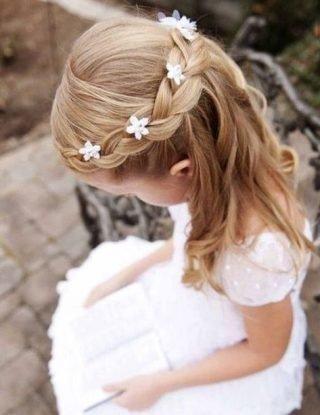 Fryzury na wesele dla dziewczynek - warkocz wokół głowy