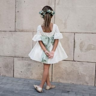 Fryzury na wesele dla dziewczynek - klasyczny kucyk