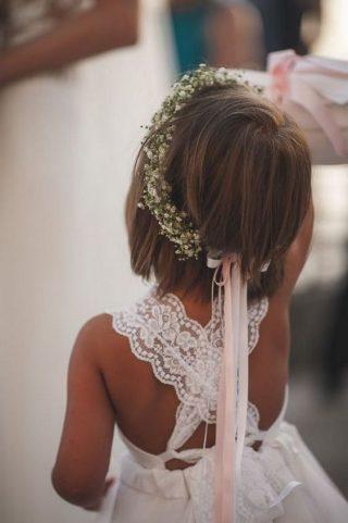 Fryzury na wesele dla dziewczynek - wianuszek