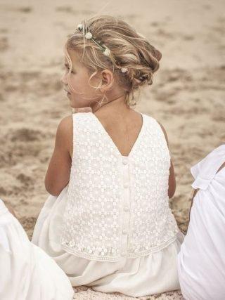 Fryzury na wesele dla dziewczynek – lekkie upięcie