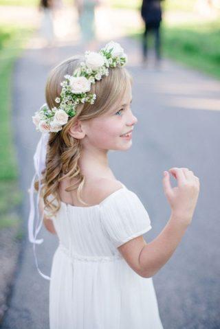 Fryzury na wesele dla dziewczynek - zdjęcie 9