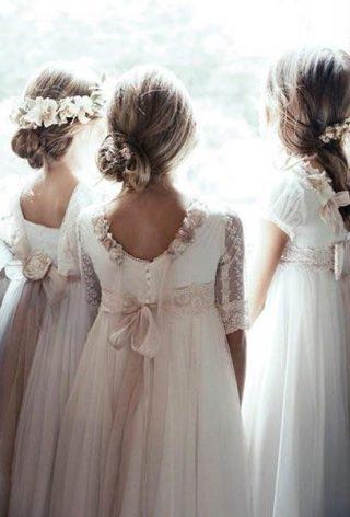 Fryzury na wesele dla dziewczynek – luźne upięcia
