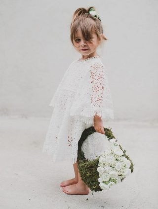 Fryzury na wesele dla dziewczynek - naturalny kucyk