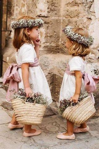 Naturalne Fryzury na wesele dla dziewczynek