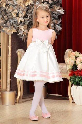 Fryzury na wesele dla dziewczynek - proste z opaską