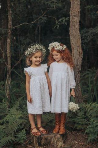 Fryzury na wesele dla dziewczynek z naturalnymi włosami