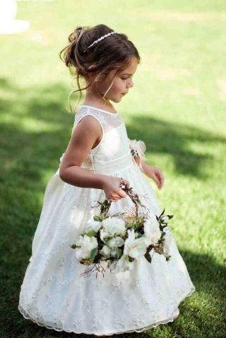 Fryzury na wesele dla dziewczynek – podpięte włosy