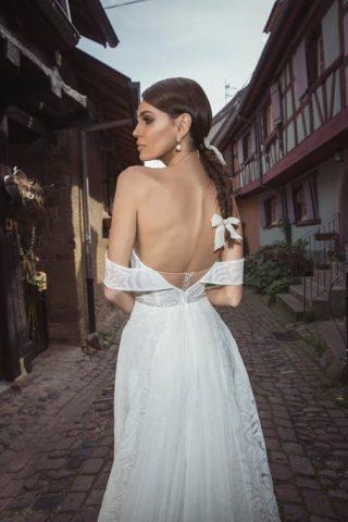 Fryzury ślubne 2020: warkocz kłos