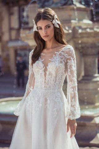 Fryzury ślubne z ozdobami 2020