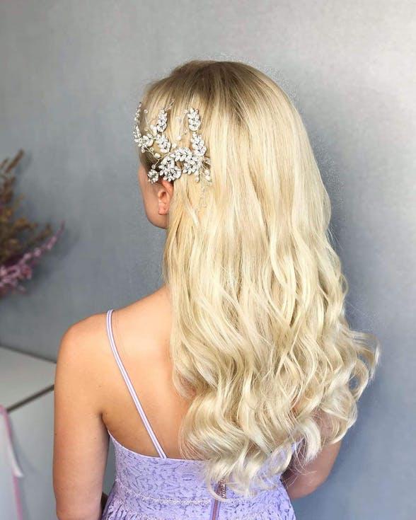 fryzura ślubna z grzebykiem