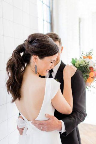 Fryzury ślubne 2020 - kucyk Panny Młodej
