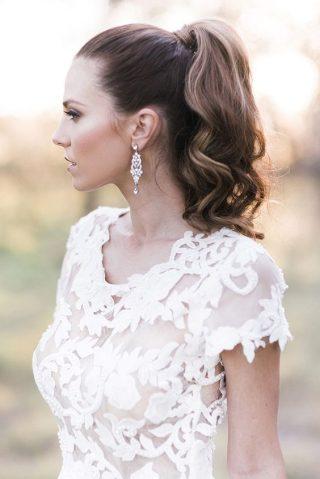 Fryzury ślubne 2020 - pofalowane włosy