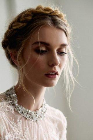 Fryzury ślubne 2020 - upięcie dla romantyczki