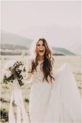 Fryzury ślubne 2020 - rozpuszczone włosy