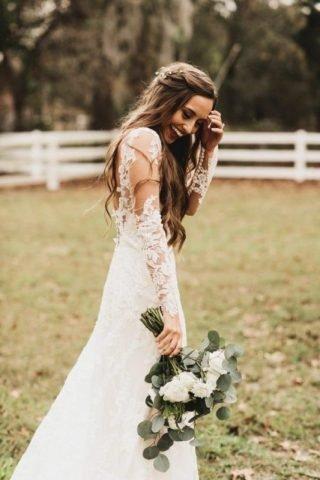Fryzury ślubne 2020 - naturalne fale