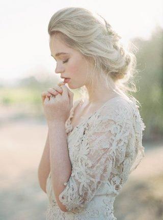 Fryzury ślubne 2020 - proste upięcie