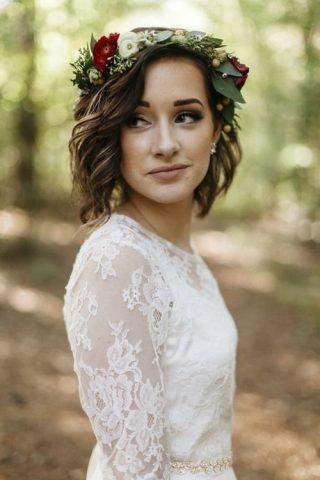 Fryzury ślubne 2020 - krótkie włosy