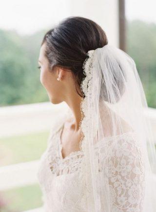 Fryzury ślubne 2020 - gładki kok