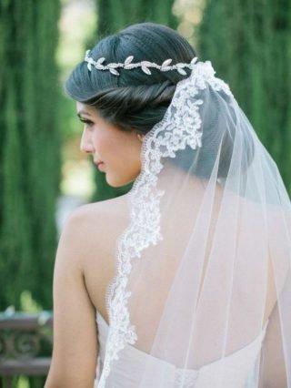 Fryzury ślubne 2020 - tradycyjny kok